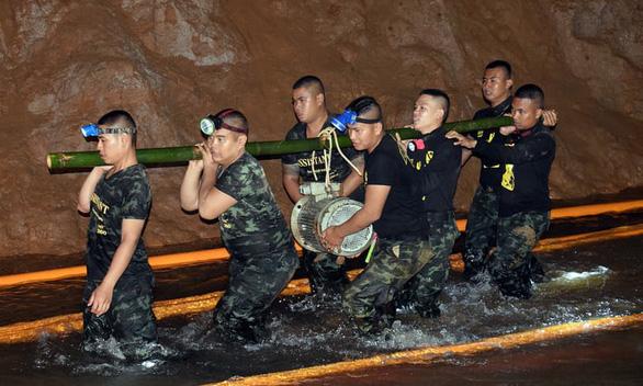 Đội bóng U16 Thái Lan ở cách miệng hang đến 5km - Ảnh 3.