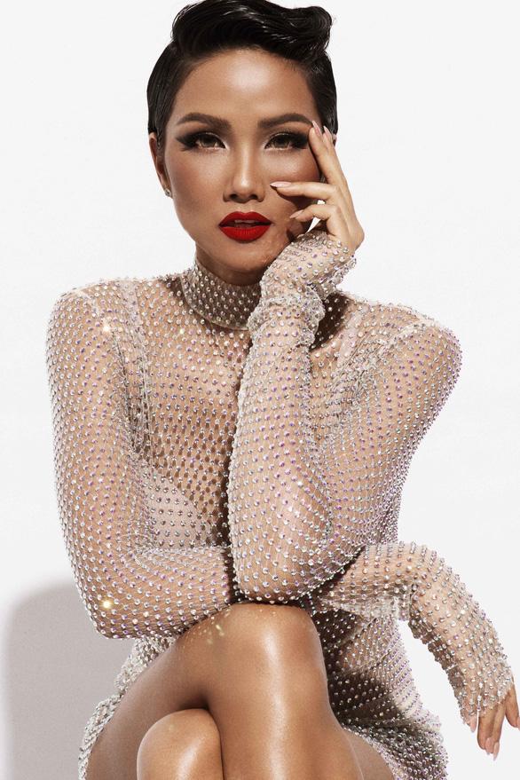 HHen Niê tìm kiếm trang phục dân tộc thi Hoa hậu hoàn vũ thế giới - Ảnh 1.