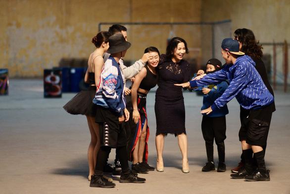 Tinh thần người trẻ đánh thức Mỹ Linh trong MV Bài ca tự do - Ảnh 4.