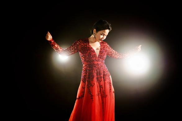 Tinh thần người trẻ đánh thức Mỹ Linh trong MV Bài ca tự do - Ảnh 5.