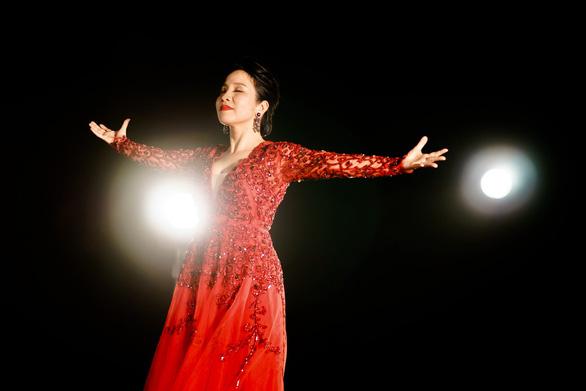 Tinh thần người trẻ đánh thức Mỹ Linh trong MV Bài ca tự do - Ảnh 1.