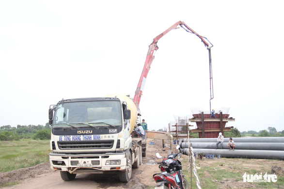 Làm thêm cầu vượt, cống hộp băng qua cao tốc Trung Lương - Mỹ Thuận - Ảnh 2.
