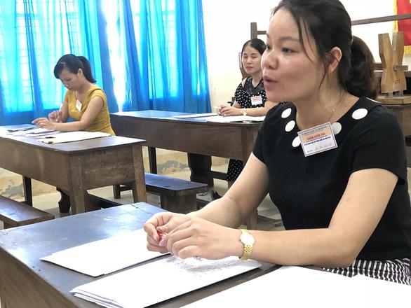 Chấm thi THPT quốc gia: đã có điểm 9 môn văn - Ảnh 2.