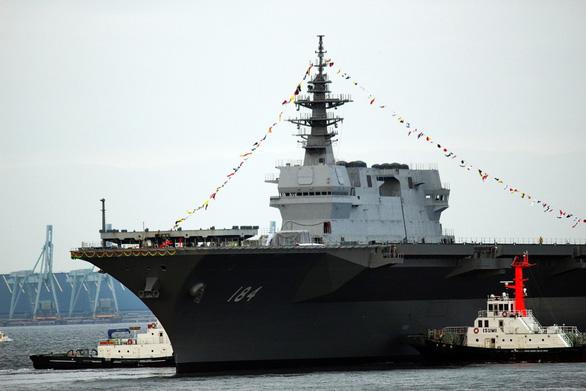 Nhật đưa tàu chiến lớn nhất tới Biển Đông - Ảnh 1.
