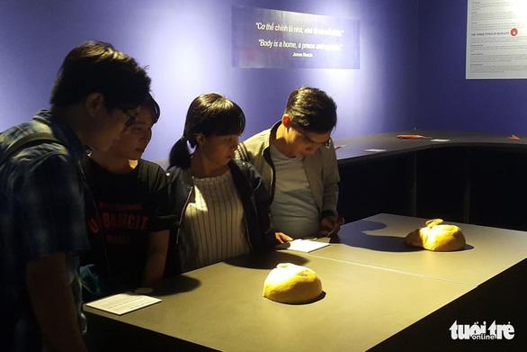 Bộ Văn hóa yêu cầu báo cáo về triển lãm nội tạng và cơ thể người - Ảnh 4.