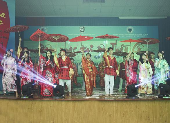 THPT Việt Nhật - giáo dục gắn liền trải nghiệm sáng tạo - Ảnh 2.
