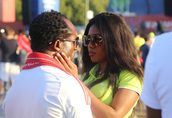 Muốn được hôn, cứ dắt người yêu đi xem World Cup - Ảnh 4.