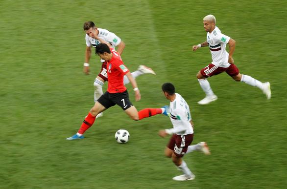 Ấn tượng tuyệt đẹp từ 4 đội bóng rời World Cup về nước sớm - Ảnh 2.