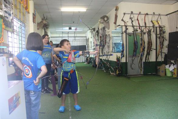 Mùa hè đi trượt tuyết, bắn cung ở Sài Gòn - Ảnh 5.