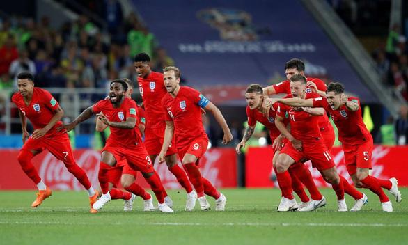 Fan Anh chịu chơi xăm 23 tên cầu thủ lên người để thực hiện lời hứa - Ảnh 3.