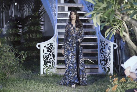 Huyền My làm vedette Romance - Bài ca ngợi tình yêu của Adrian Anh Tuấn - Ảnh 4.