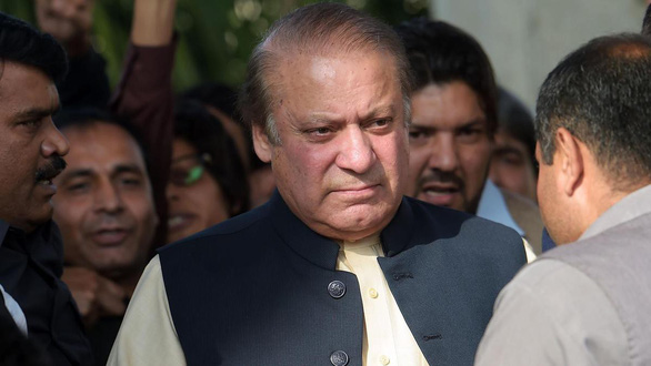 Cựu thủ tướng Pakistan bị tù 10 năm vì các tội liên đới Hồ sơ Panama - Ảnh 1.