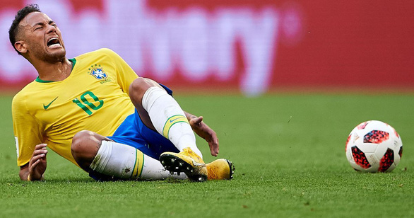 Fan chế Neymar: Từ cầu thủ thành diễn viên lăn và anh bán gà rán - Ảnh 1.