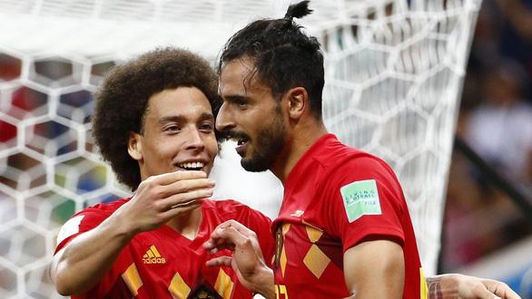 Thắng Brazil, Nacer Chadli lấy lại thanh danh cho anh em tóc ngành - Ảnh 1.