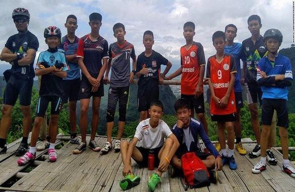 Chân dung 13 thành viên đội bóng mắc kẹt trong hang Tham Luang - Ảnh 1.