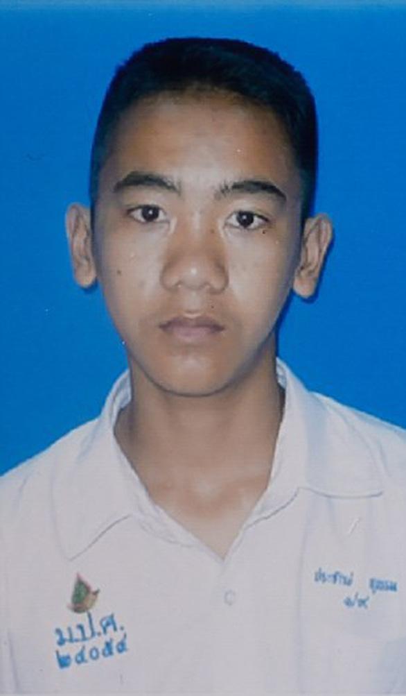 Chân dung 13 thành viên đội bóng mắc kẹt trong hang Tham Luang - Ảnh 6.
