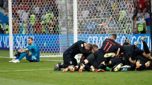 Tổng thống Putin tự hào về các chú gấu Nga dù thất bại ở World Cup - Ảnh 2.