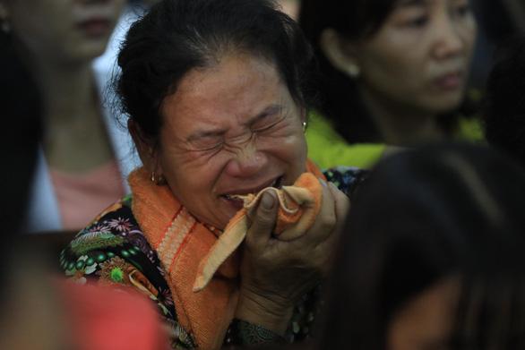 Nghi phạm thảm sát gia đình 5 người ở Bình Tân lạnh lùng hầu tòa - Ảnh 9.