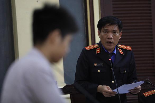Nghi phạm thảm sát gia đình 5 người ở Bình Tân lạnh lùng hầu tòa - Ảnh 4.