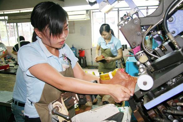 Da giày Việt Nam tăng áp lực từ cuộc chiến thương mại Mỹ - Trung - Ảnh 2.
