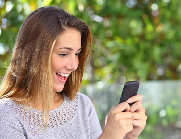 Nhiều người thế hệ Y thà nhịn gội đầu còn hơn bỏ điện thoại - Ảnh 1.