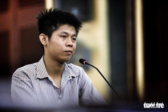 Nghi phạm thảm sát gia đình 5 người ở Bình Tân lạnh lùng hầu tòa - Ảnh 3.