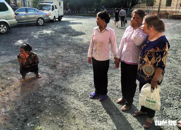 Nghi phạm thảm sát gia đình 5 người ở Bình Tân lạnh lùng hầu tòa - Ảnh 5.