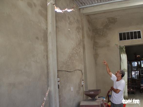 Nổ mìn thi công kênh làm nứt nhà dân, gần 1 năm chưa đền bù - Ảnh 3.