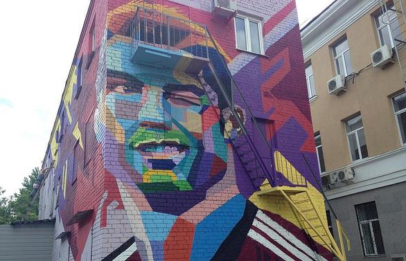 Thành phố ám quẻ, cầu thủ cứ lên hình graffiti là... về nước - Ảnh 1.