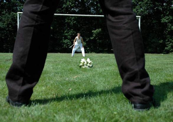 Cô dâu cấm khách mời xem World Cup trong đám cưới - Ảnh 1.