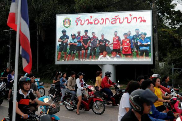 Giải cứu đội bóng Thái Lan: Kết thúc ngày thứ hai, thêm 4 em ra ngoài an toàn - Ảnh 2.