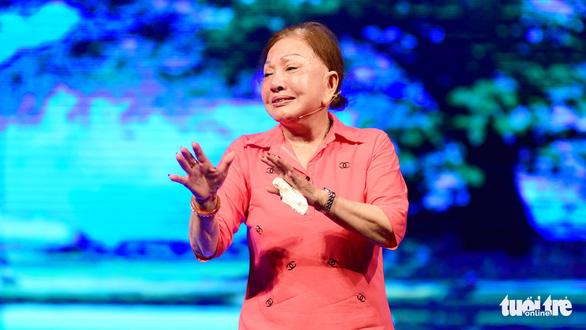 Nghệ sĩ Hồng Nga: Cứ hát là  nước mắt trào ra - Ảnh 1.