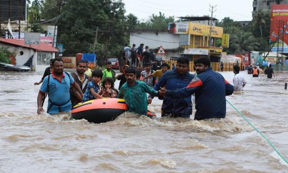 Mưa lũ tồi tệ tại Ấn Độ, 357 người chết - Ảnh 1.