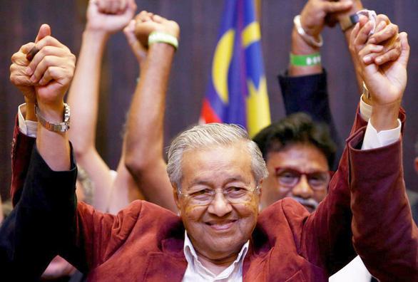 Mahathir Mohamad, toàn tháp đôi và con hổ châu Á - Ảnh 1.
