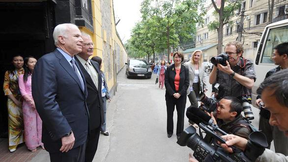 John McCain và ba thập kỷ thúc đẩy quan hệ Việt - Mỹ - Ảnh 1.