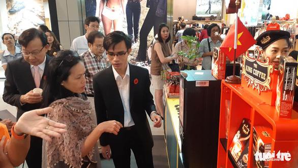 Hàng Việt vào siêu thị Thái - Ảnh 1.