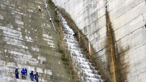 Cảnh báo thủy điện Miền Trung - Tây Nguyên - Kỳ 1: Sống trên vùng... động đất - Ảnh 1.