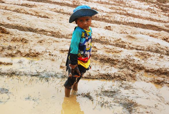 Lính Cụ Hồ sang Lào giúp bạn - Ảnh 11.