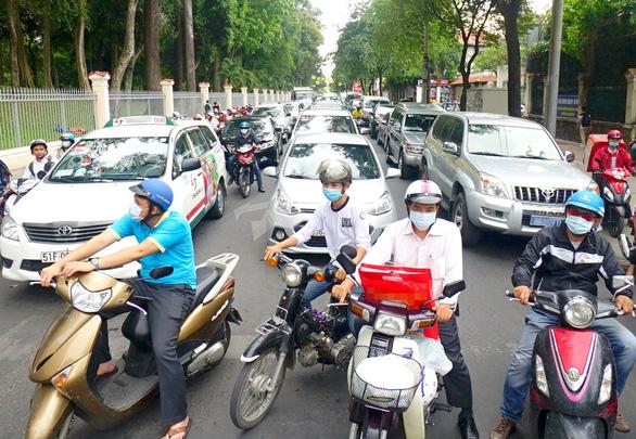 TP.HCM sẽ cấm đường, hạn chế xe cá nhân - Ảnh 1.