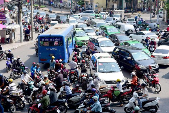 TP.HCM sẽ cấm đường, hạn chế xe cá nhân - Ảnh 3.