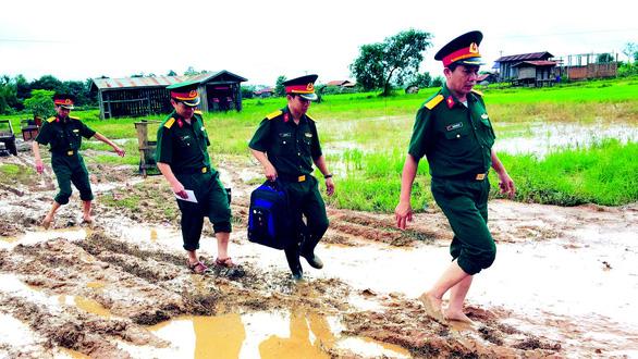 Lính Cụ Hồ sang Lào giúp bạn - Ảnh 4.