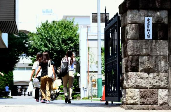 Trường danh tiếng Nhật gian lận điểm thi - Ảnh 1.