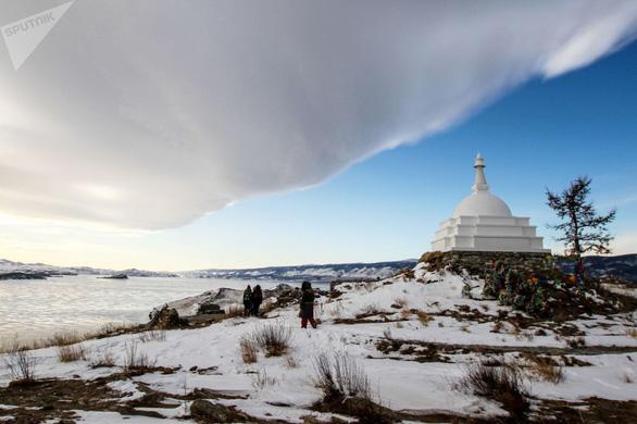 Vẻ đẹp tinh khiết của hồ Baikal và hồ Xanh - Ảnh 9.