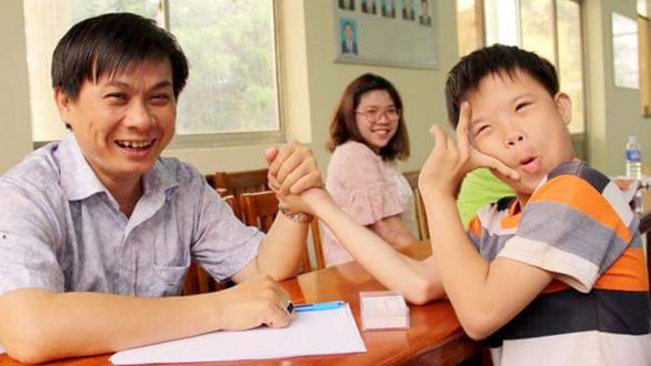 Lê Minh Hiển - người nặng lòng với bệnh nhân nghèo - Ảnh 1.