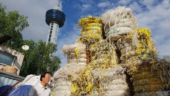 Rác thế giới đổ về Việt Nam - Kỳ 1: Lần theo đường dây nhập rác - Ảnh 2.