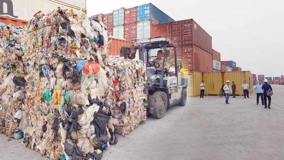 Rác thế giới đổ về Việt Nam: Có gì bên trong container phế liệu? - Ảnh 3.