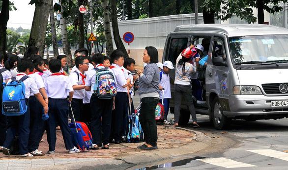 Bán trú vệ tinh tại Đồng Nai: Lo bữa ăn, đi xe ngồi ghế xếp - Ảnh 1.