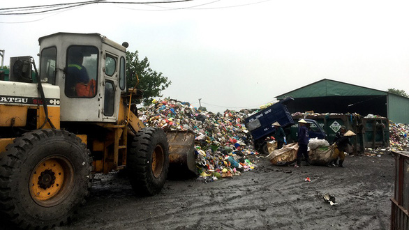 Dân lo trạm ép rác gây ô nhiễm - Ảnh 1.