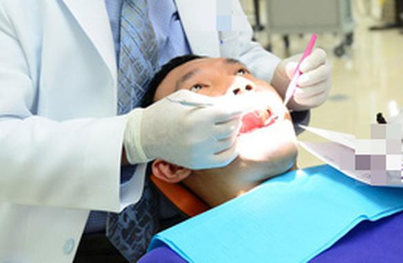 Phủ sứ trắng răng nano: coi chừng! - Ảnh 1.
