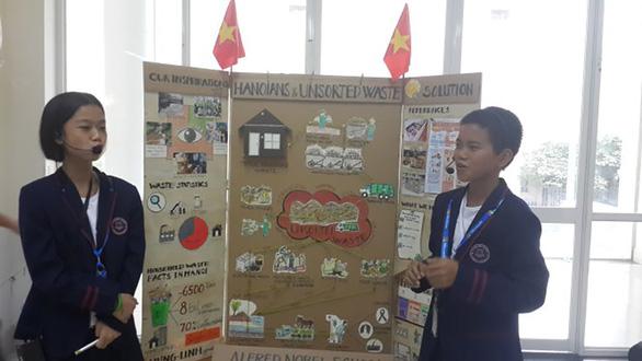 Học trò lớp 7 làm quy trình xử lý rác thải - Ảnh 1.